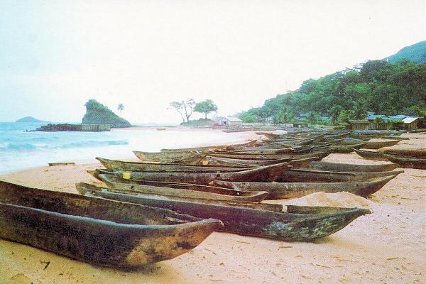 3C0W Каюкос - деревянные лодки, остров Аннобон.