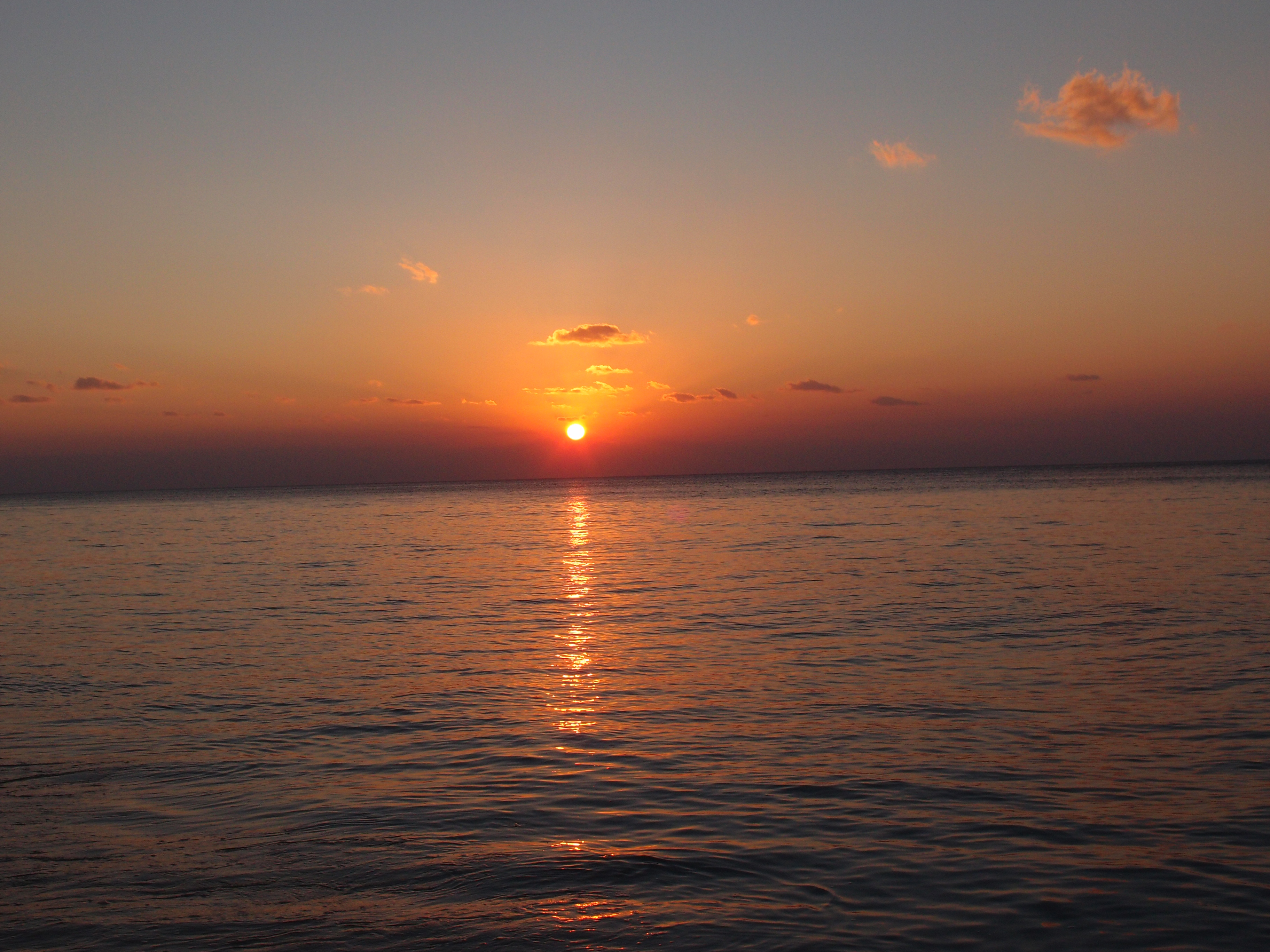 Закат на острове Эмаэ