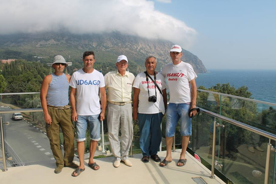 Команда RV6AWZ на южном балконе Артек Арены