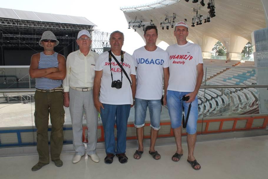 Команда RV6AWZ на внутреннем балконе Артек Арены