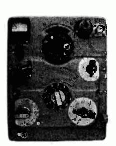 Вид передней панели усилителя мощности (УМ)