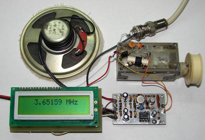 Фото собранной платы QRP трансивера Pixie-2 с громкоговорящим приемом