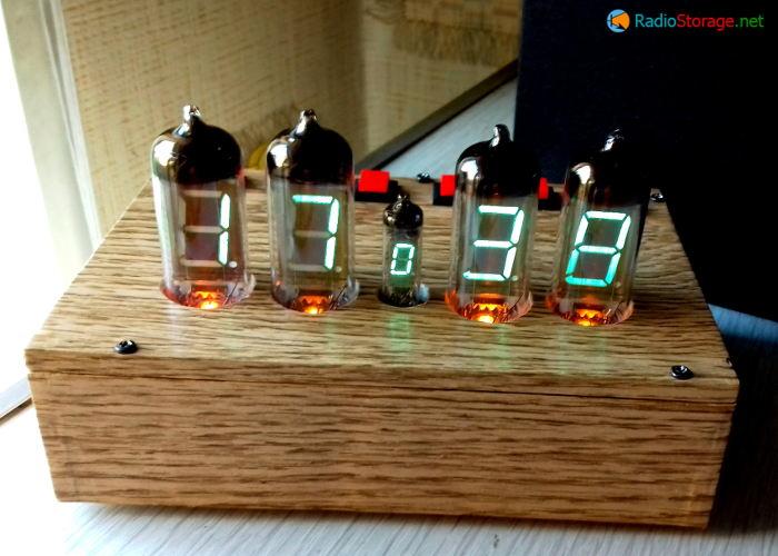 Внешний вид готовых часов на индикаторах ИВ-11 и микросхемах